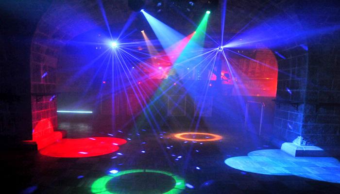 Planung, Einbau und technischer Support von Licht- und Tonanlagen für Clubs und Diskotheken. Wir beraten Sie gerne bei der Konzeption oder Erweiterung Ihres Sound- und Lichtsystems.