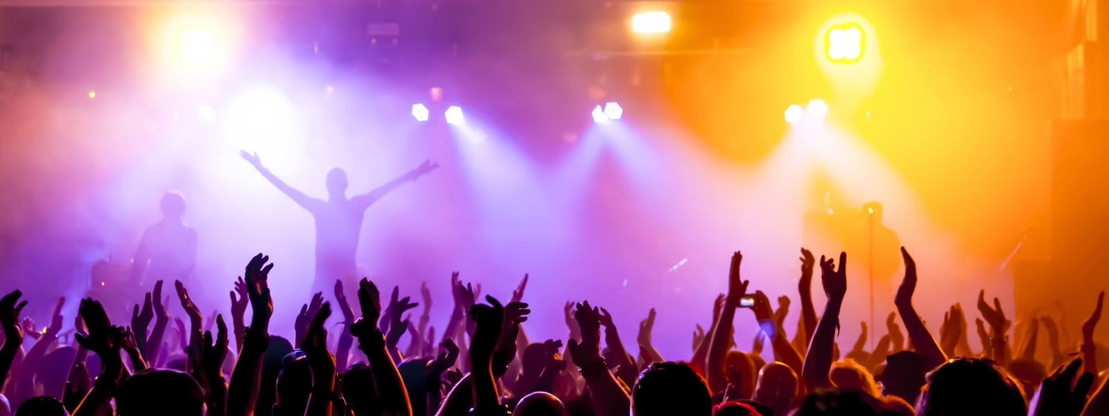 Bei Viewpoint Veranstaltungstechnik in Rastatt können Sie professionelle Licht- und Tonanlegen, icht- und Tonanlagen, Lautsprechern, PA-Systemen, Mischpulten, CD-Playern für DJs, Effektgeräten sowie Audiotechnik für Ihre Veranstaltung leihen oder mieten. Außerdem bieten wir Ihnen den Aufbau und Abbau von Konzertbühnen. Veranstaltungsplanung und Eventmanagement. Technische Betreuung durch qualifizierte Lichttechniker und Tontechniker. Beleuchtung, Lichtinstallationen und Fassadenilluminationen. Dekorations- und Beleuchtungselemente. Beratung, Planung, Einbau und technischer Support von Clubs und Diskotheken.